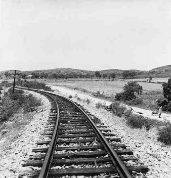 Sección de una vía de ferrocarril entre Guayanilla y Yauco, Puerto Rico