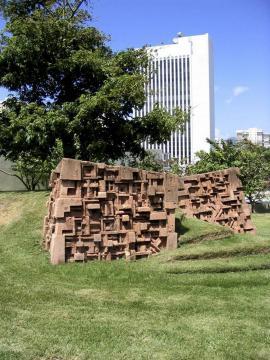 De los muros derruidos